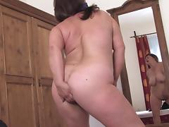 Chubby amateur babe decides to show her beaver to the camera porn tube video