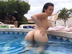 Lucy Juicy Spermaspiele am Pool porn tube video