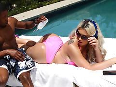 Assh Lee & Isiah Maxwell in Sunbathing Distraction - Brazzers
