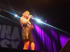 Carolin Kebekus zeigt ihre Alpha Pussy upskirt on stage tube porn video