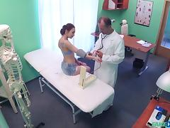 hot chick wants to fuck a sexy doctor