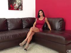 Jewels Jade broadcasts herself live and makes her big tits bounce