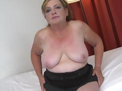 Tight mature cunt looks gorgeous as the curvy slut takes dick porn tube video