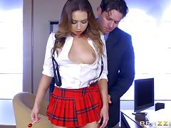Mind-blowing schoolgirl shows that she knows how to ride the schlong