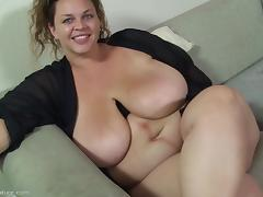 Blowjob from a BBW is a delight to behold porn tube video