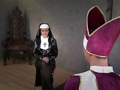 Domina nun facesitting the priest