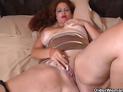 Latina milf Sandra needs relaxing after a hard day's work