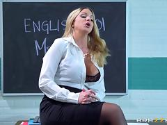 Skinny guy gives a good drilling to two sexy babes in the classroom