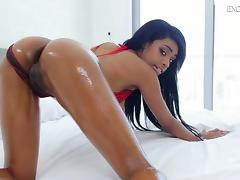 Chocolate cutie exposes her perfect body and gives a cowgirl ride