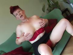 Smiley solo model cougar with big tits moaning while masturbating superbly