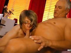 Cum on tits for mature German amateur