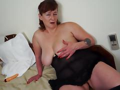 Tattooed matured granny smashing her juicy pussy using massive toy porn tube video