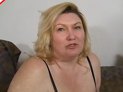 Carla lets the guy finger her beaver and sucks his cock in return