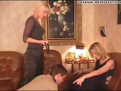 Juicy pussies get licked in a kinky threesome session