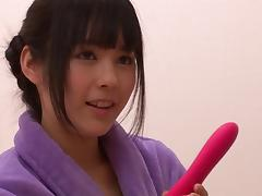 Petite Oriental hooker pleasures two massive meat poles tube porn video