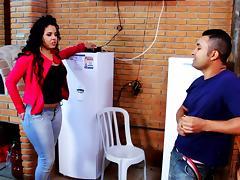 Brasileira rabuda seduz tecnico de tv a cabo porn tube video