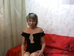 Blonde NiceWomen masturbates on the sofa
