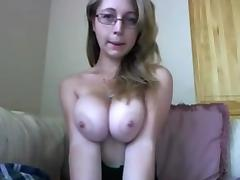 Webcam adventure of a nerdy girl with a pair of juicy boobies