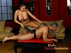 Lusty stunner Gianna Michaels really enjoys spanking a latex