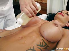 Oiled Jewels Jade enjoys every second of the double stuffing porn tube video
