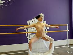 Slim bombshell Irina Brovkina strips down and stretches her hot body tube porn video