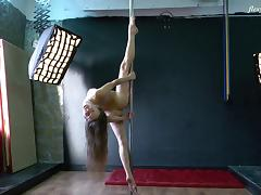 Skinny solo model with long hair stripping marvelous porn tube video