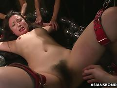 Slamming her with toys so she gets off hard porn tube video