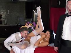 Bride gets dirty with the best man while hubby is watching
