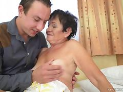 Hettie is happy to get her pussy drilled like in the college days porn tube video