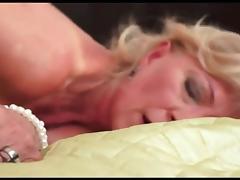 baiser tata Sylvie un soir de grande solitude porn tube video