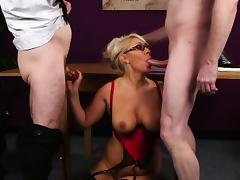 Horny babe gets cum shot on her face eating all the spunk porn tube video