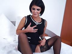 Solo model matured dame with eatable pussy masturbating