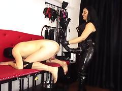 Horsecock-strapon fills ass porn tube video