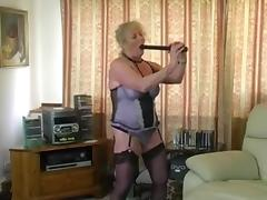granny fucking a tyre pump!!!!
