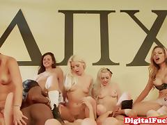 Sorority babes queening in oral orgy porn tube video