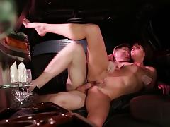 Horny brunette smashed hardcore while yelling in the car porn tube video