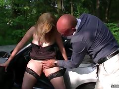 Junge Mutti trifft sich mit Fremden zum Parkplatzsex porn tube video