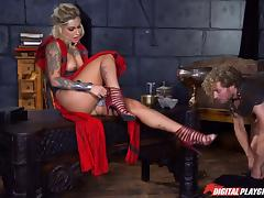 Medieval kind of penetration for a blonde with thick curves