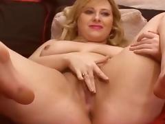 BBW Masturbating on Webcam