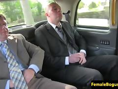 Bigtit mature cabbie spitroasted in taxi