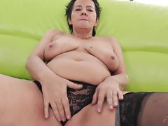 Curvy mature brunette refining her oiled pussy with toy porn tube video
