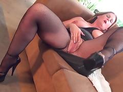 Mature amateur in high heels throbbing her pink slit with a big toy
