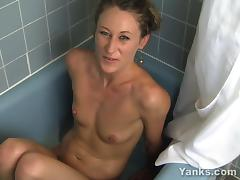 Blonde Amberly Masturbating In The Bath