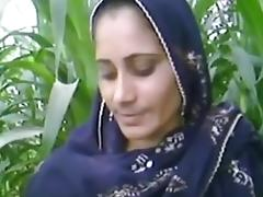 Village aunty in fields tube porn video