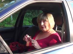 Hot shoot displaying big booty matured BBW masturbating in car
