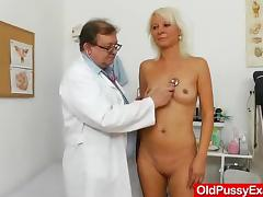 Blond dame gets a gyno test tube porn video