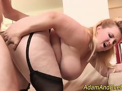 Big assed bitch sucking porn tube video
