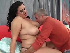 Plumper beauty lets her buddy suck her tits kiss and lick her ass and pussy