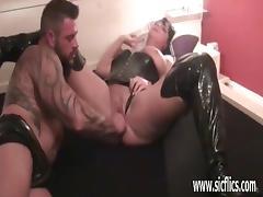 Amateur milf fist fucked by huge bodybuilder tube porn video