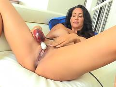 New toy makes a pretty lady moan during a masturbation session